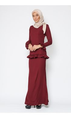 Baju Kurung Madison (Maroon) - Haqqi.com.my Model Kebaya, Abayas, All About Fashion, Fashion Outfits, Dresses, Design, Style, Swag, Fashion Suits