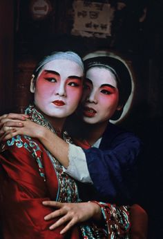 Steve McCurry, Performers from the Chinese Opera backstage, Hong Kong(1984)