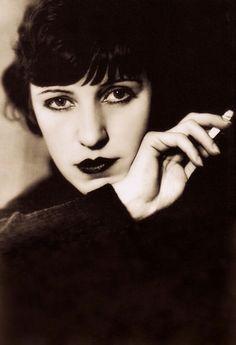 LOTTE LENYA (actress/singer) by the famous German photographer Lotte Jacobe, Berlin 1930. Lenya the Legend edited by David Farneth (please follow minkshmink on pinterest) #lottelenya #weimar #berlin