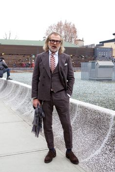 Wears it well Gents Fashion, Man Fashion, Tweed, Style Masculin, Mode Costume, Looking Dapper, Elements Of Style, 3 Piece Suits, Well Dressed Men
