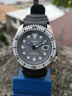 Sport Watches, Cool Watches, Watches For Men, Wrist Watches, Seiko Skx, Seiko Watches, Seiko Diver, Diving Equipment, Outdoor Gear