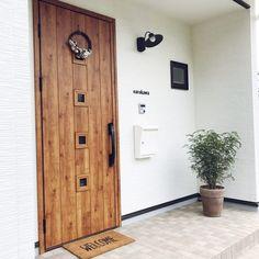 お客様をお迎えする「玄関」をとびきりお洒落にしてみませんか?センス抜群のインテリアをご紹介します。 Design Rumah, Exterior Front Doors, Door Design, Home Renovation, Tall Cabinet Storage, Fence, Gate, Wooden Gates, Entrance Halls