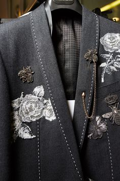 Videos and Pictures from Dolce & Gabbana Fall Winter Menswear Fashion Show Backstage on Dolc Look Fashion, Fashion Details, High Fashion, Fashion Show, Fashion Outfits, Womens Fashion, Fashion Design, Fall Fashion, Embroidery Fashion