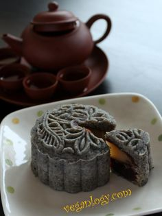 Holy moon cake! Yes! Black Sesame Snow Skin Vegan Mooncake with White Lotus and Red Bean Paste (黑芝麻冰皮月饼-白莲蓉和红豆馅)