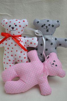 Medvídek Mrňousek / Zboží prodejce jijinkuvsvet | Fler.cz Yarn Crafts For Kids, Dog Crafts, Sewing Crafts, Sewing Projects, Free Applique Patterns, Craft Patterns, Diy Barbie Clothes, Crochet Baby Booties, Soft Dolls