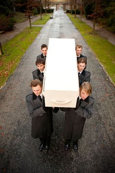 Young boys carrying the coffin on their shoulders #Ferentes