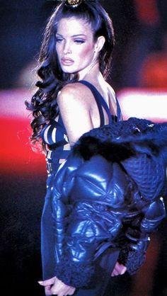 Stephanie Seymour - Versace Fall 1992