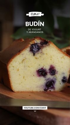 Blueberry Lemon Pound Cake with Yogurt - CUKit! Sweet Recipes, Whole Food Recipes, Snack Recipes, Dessert Recipes, Salvadorian Food, Cherry Desserts, Creative Desserts, Plum Cake, Pan Dulce