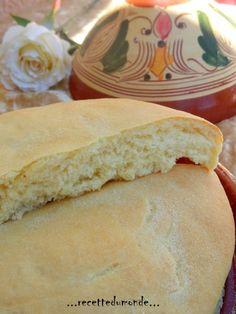 """Coucou tous le monde !! Voici une recette de pain Marocain (une parmis tant d'autre) que m'a proposée Nadia du blog """"bienvenue dans ma cuisine"""" mille merci à toi ma belle s'était un délice ! Ingrédients : 250g de farine 250g de semoule extra fine + un..."""