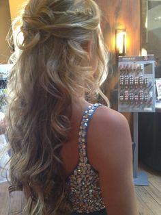 Best Prom Hair Ideas Prom Hairstyles for Long & Medium Hair hair style for long hair updohair style for long hair updo Prom Hairstyles For Long Hair, Dance Hairstyles, Homecoming Hairstyles, Formal Hairstyles, Down Hairstyles, Pretty Hairstyles, Perfect Hairstyle, Updo Hairstyle, 2014 Hairstyles