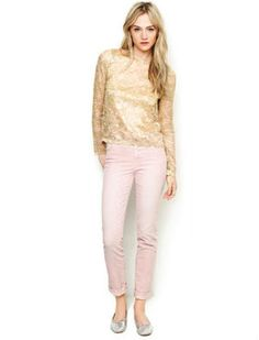 9 Stylish Ways to Wear Pastel Jeans: Pink Jeans With Metallic Top