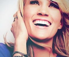 Senior picture ideas -  Is this Carrie Underwood?!?! yes! I loveee her :)
