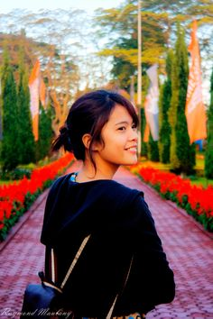 Lina Smile #student #unai #smile #raymondmaulany #photography #girl #bungamerah #bunga #greencampus