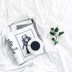 Strong coffee, magazines and duvet days Photo Pour Instagram, Cafe Bio, Flat Lay Inspiration, Photo Food, Flat Lay Photos, Photo Deco, Coffee Flatlay, Flat Lay Photography, Coffee Photography