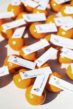 Love how these #oranges are being used as place cards. Very fitting for a #California wedding! {William Innes Photography}