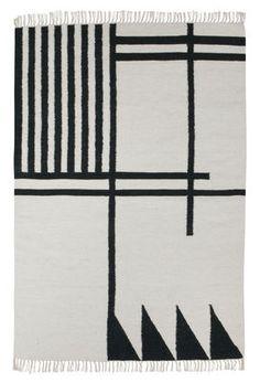 Tapis Kelim Black Lines - Large / 140 x 200 cm 140 x 200 cm / Vert foncé & blanc - Ferm Living - Décoration et mobilier design avec Made in Design