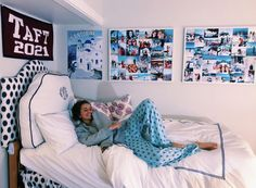 How to Decorate a College Dorm Room with Wall Art My New Room, My Room, Boarding School Dorm, Dorm Room Designs, Cute Room Ideas, Cute Dorm Rooms, Preppy Dorm Room, Preppy Bedroom, College Room
