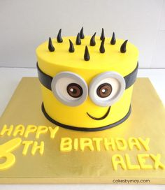 Minions Buttercream covered small cake and cute little cupcakes to compliment it. Homemade Birthday Cakes, Homemade Cake Recipes, Cool Birthday Cakes, Minion Theme, Minion Party, Pastel Minion, Happy Birthday Minions, Cakes For Boys, Cute Cakes