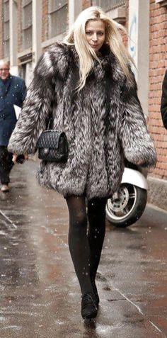 Fur Fashion, Daily Fashion, Everyday Fashion, Love Fashion, Fashion Outfits, Milan Fashion, Style Fashion, Fabulous Furs, Professional Outfits