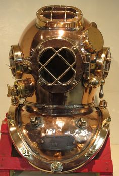 Diving Helmet, Diving Suit, Technical Diving, Deep Sea Diver, Sea Diving, Copper And Brass, Helmets, Old Things, Suits