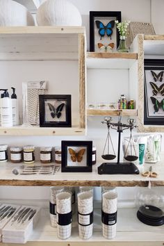 Shopping Hotspots Amsterdam - Stylish Travel Tips Crooked House, Retail Concepts, Shop Fittings, Store Interiors, Butterfly Frame, Retail Design, Store Design, Floating Shelves, Amsterdam