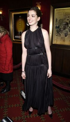 Anne Hathaway Body, Anne Hattaway, Actrices Hollywood, Beautiful Celebrities, Beauty Women, Celebs, Actresses, Mom Son, Vestidos