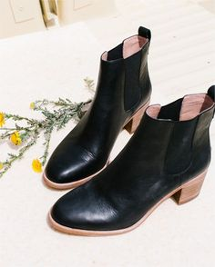 madewell frankie chelsea boot.