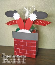 Stampin' Up! Fancy Favor Box Kimberley Morris Santa Christmas-going to turn this into a tag with my chimney tags! Christmas Favors, Christmas Card Crafts, Stampin Up Christmas, Holiday Crafts, Christmas Holidays, Christmas Decorations, Xmas, Stampin Up Weihnachten, 3d Paper Crafts