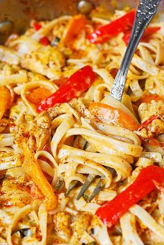 Mexican Chicken Pasta with bell peppers and green chiles, in a creamy sauce made with Cheddar and Mozzarella cheeses and spices! Make low carb with zucchini noodles instead of pasta. Mexican Chicken Pasta Recipe, Mexican Food Recipes, Dinner Recipes, Mexican Chicken Spaghetti, Chicken Chili, Mexican Cooking, Pasta Recipes With Spaghetti Noodles, Mexican Dishes With Chicken, Southwest Chicken Pasta