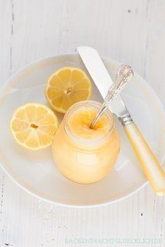 Schnelles Rezept für leckeres Lemon Curd - perfekt als Brotaufstrich, Backzutat und Geschenk | http://www.backenmachtgluecklich.de