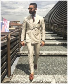 re Manteau Pantalon Designs Beige Lin Double Breasted Hommes costume Slim Fit Simple Personnalisé Costume Slim, Mode Costume, Mens Fashion Suits, Mens Suits, Beige Suits For Men, Blazer Fashion, Mens Leisure Wear, European Fashion Men, Groom Tuxedo Wedding