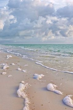 Beautiful beach / Take me to the sea…