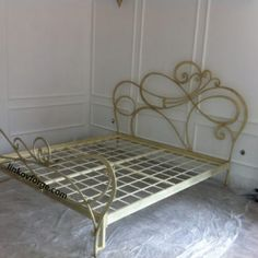 Wrought iron bed<br> 10 Iron Door Design, Metal Platform Bed, Closet Design Layout, Iron Furniture, Wrought Iron Railing, Wrought Iron Wall Art, Wrought Iron Beds, Iron Bed, Metal Furniture