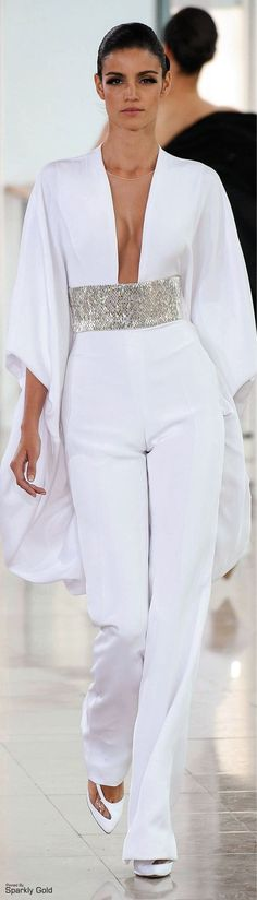 Stéphane Rolland Couture Spring 2015 Dress white v-neck jumpsuit. Haute Couture Style, Couture Mode, Couture Fashion, Runway Fashion, Womens Fashion, Couture 2015, White Fashion, Look Fashion, Fashion Show