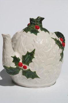 Vintage Lefton China holly pattern teapot, hand-painted ceramic, made in Japan. Christmas China, Christmas Dishes, Holly Christmas, Vintage Christmas, Christmas Bulbs, Christmas Dinnerware, Christmas Figurines, Vintage China, Vintage Tea