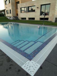 Resultado de imagem para escalera de obra para piscina