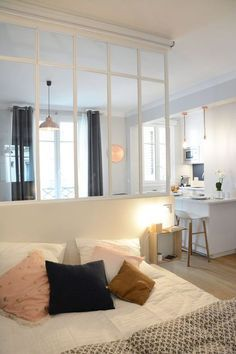Apartment Paris 30 as a two-room apartment - Appartement Paris 6 : 30 comme un deux-pièces A well thought-out room with glass roof - Home Decor Baskets, Easy Home Decor, Home Decor Trends, Cheap Home Decor, Decor Ideas, Small Appartment, Deco Studio, Casa Loft, Interior Design Boards