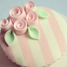 #mulpix Regala amor y regala rosas de Cupcakes para esa mujer especial ... Endúlzate con @reposteriadulcedetalle ...  #Reposteria  #Dulce  #detalle  #los  #mejores  #diseños  #Cupcakes  #ramo  #rosas  #cupcakesbogota  #sweet  #design  #diadelamujer  #mujer  #madeindulcedetalle