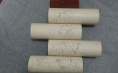 Quando o PVC estiver todo desenhado com os furinhos, molhe e passe a lixa para tirar as imperfeições, comece com a lixa 400 depois 600 e por ultimo a de 2000. Coloque na posição desejada e faça as marcações para a os parafusos