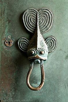 This cute fish door knocker has the aww factor!