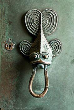 This cute fish door knocker has the aww factor!