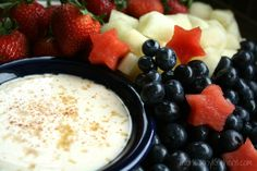 Healthy Sugared-Vanilla Yogurt Fruit Dip 1 cup non-fat vanilla Greek yogurt 3 tablespoons packed brown sugar teaspoons honey a scant ⅛ teaspoon cinnamon Mix and chill (if you have time) Dip Recipes, Fruit Recipes, Yummy Recipes, Healthy Recipes, Healthy Fruits, Healthy Snacks, Healthy Yogurt, Eating Healthy, Healthy Living