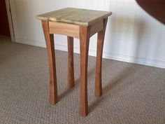 Small Occasional Table (from pallet wood! Woodworking For Dummies, Woodworking With Resin, Youtube Woodworking, Woodworking Bench, Woodworking Crafts, Woodworking Classes, Woodworking Videos, Small Occasional Table, Small Tables
