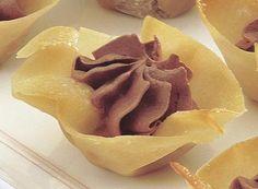 Galletas tulipán con relleno de mousse de chocolate