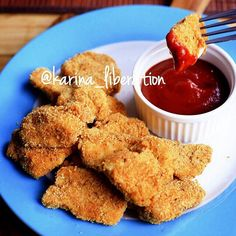 Instagram media by cafedelites -  Garlic & Paprika Oven Baked Chicken Nuggets  Serves 4!  214 calories per serve!  31g Protein | 4g Fat | 10.1g Carbs  Weight Watchers 5pp!  1 whole egg 1/2 tablespoon @flavorgod garlic lovers seasoning (or garlic powder) 1/2 tablespoon mild ground paprika  Sea salt to season 500g | 1lbs chicken breast, cubed into nugget sizes (2-inch x 2-inch)  1/2 cup breadcrumbs or crumbs of choice (ground oats, almond meal, cornflake crumbs etc)  Preheat oven 200c | 390f…