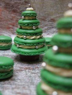 New year macaroons - Weihnachtskekse / X-mas Cookies - Macaron Xmas Food, Christmas Sweets, Christmas Cooking, Noel Christmas, Christmas Goodies, Macarons Christmas, Christmas Tree Cake, French Christmas Food, Homemade Christmas