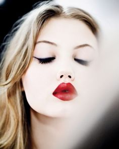 classic make up look
