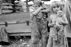 great depression photographers | Children of destitute Ozark mountaineer, Arkansas, 1935