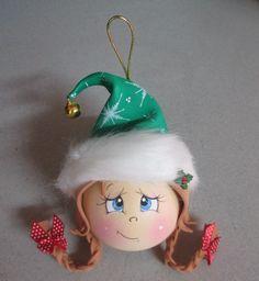 Фоамиран неисчерпаем в качестве мегапластичного материала по изготовлению чего угодно. А уж Новый год невероятно благодатная тема для фоамиранового рукотворчества. Давайте продолжим расширять горизонты. Предлагаю вашему вниманию новогоднюю подборочку идей в рамках темы 'Что еще можно сделать из фоамирана', часть 4. Начнем, пожалуй, с елочных игрушек. О-о-о, это Клондайк!