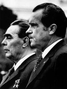size: Photo: Soviet Premier Leonid Brezhnev and US President Richard Nixon at White House, Washington DC, 1973 : Artists White House Washington Dc, Presidential Portraits, World Leaders, Us Presidents, Vietnam War, Cold War, Couple Photos, Politicians, Ww2